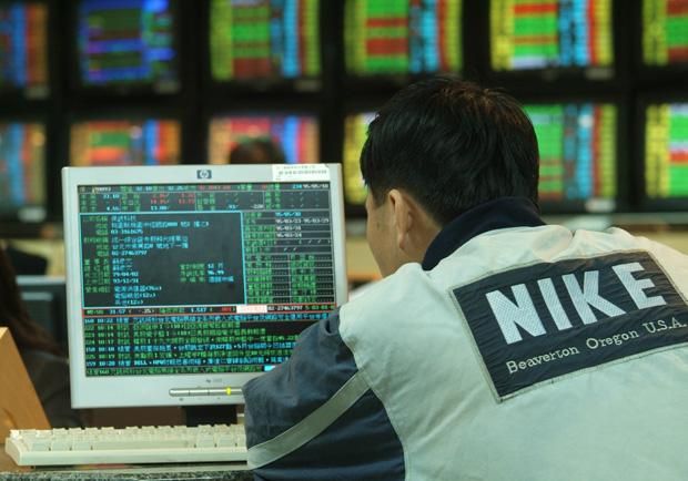 Q2挑戰萬點!台股高檔震盪,投資人不宜太過噪動追高