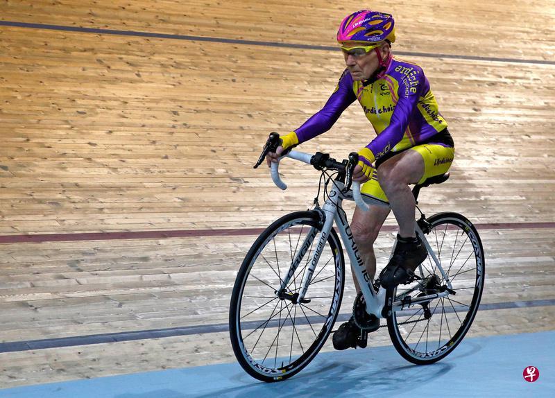 105歲老人再創腳踏車騎行新世界紀錄