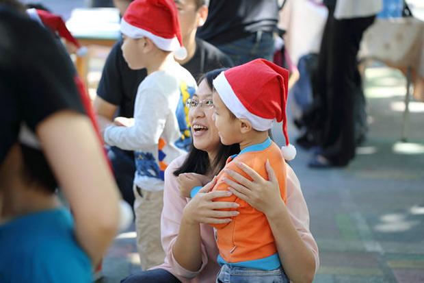 暖陽下的聖誕節:旗療慢飛天使與家人
