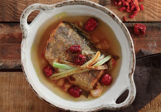 感冒好不了?中醫食療方:黃耆鱸魚補氣湯
