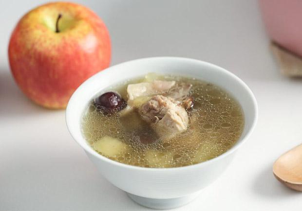 甜蜜蜜暖入心!兩個步驟就完成的蘋果雞湯