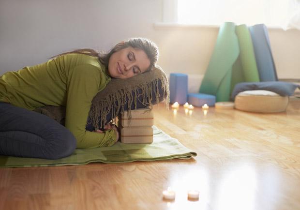 調解身心壓力的 6 種修復瑜伽