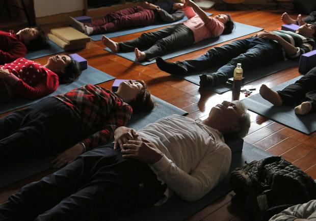 15 分鐘瑜伽睡眠,淨化腦部紓解壓力