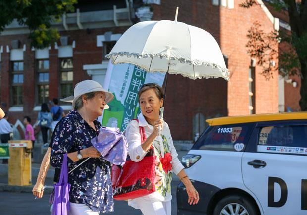 老人多散步有益健康,研究:可延長壽命