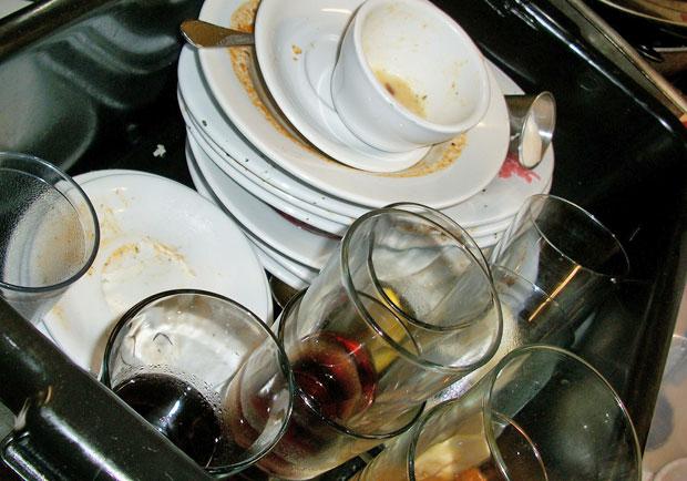 飯後將碗筷泡水不洗?專家警告恐怖後果