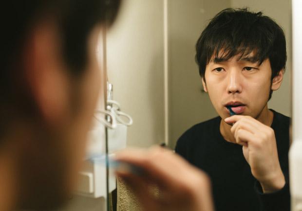 牙刷先沾水、刷完反覆漱口?7 個刷牙習慣錯了嗎?