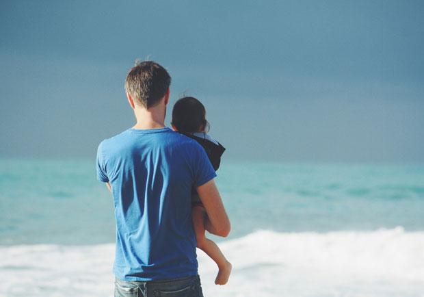 爸爸也有產後憂鬱,但爸爸不說選擇隱忍