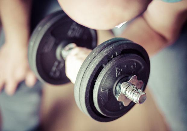 訓練肌群一起來,啞鈴的三個簡單動作變化