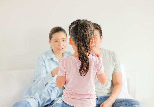 我不喜歡你讓我失望!毀滅性自戀型父母的 16 個特點