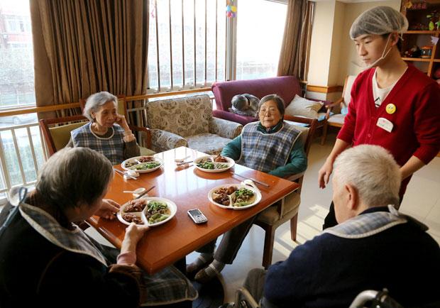 提升長輩想「吃」的慾望!中醫看失智症患者的飲食照顧