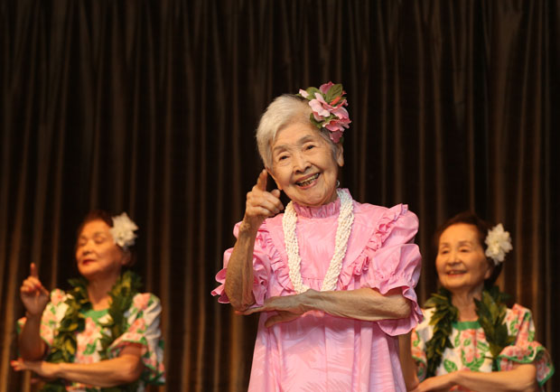 想要「呷百二」嗎?新加坡研究:快樂的老人較長壽