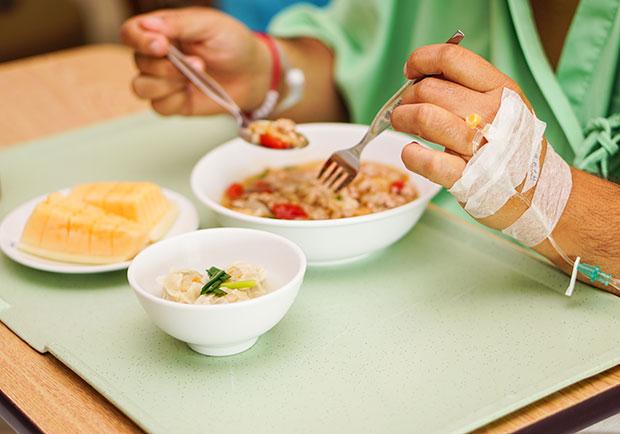 口腔黏膜炎讓嘴巴好痛好乾!癌症病患的飲食對策