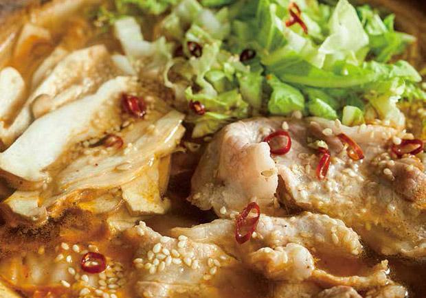 三種食材就可以:豬五花白菜杏鮑菇辛辣鍋