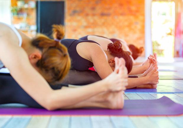 練瑜珈別勉強,她施力不當脊椎硬膜外出血差點癱瘓