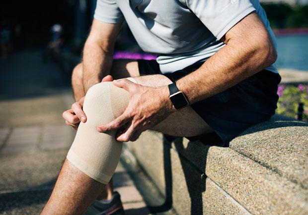 膝蓋痛,冰敷也無解...醫:退化性關節炎勿拖延