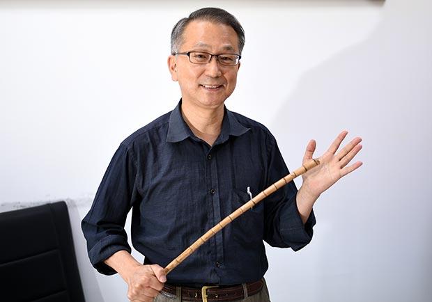 抗癌逾10年,北醫教授韓柏檉每天用養生法寶「黃豆棒」拍打全身
