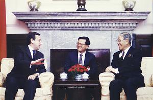 民國79年,李登輝接見哥斯大黎加共和國總統喀德戎。